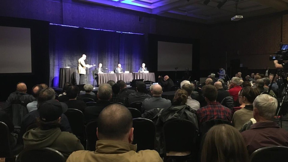 Environ 130 personnes ont assisté au débat de la Chambre de commerce et de l'industrie de Rimouski-Neigette.