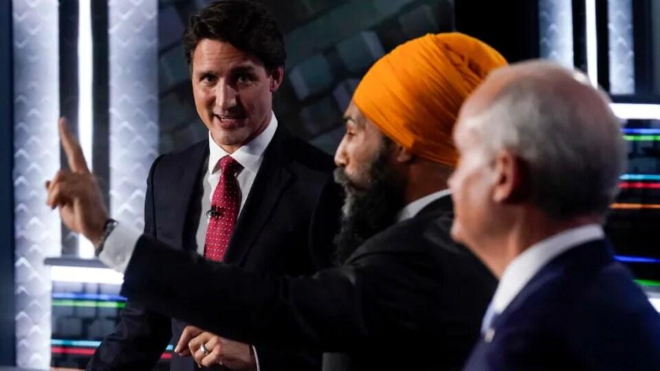 De gauche à droite : le chef du Parti libéral, Justin Trudeau, le chef du NPD, Jagmeet Singh, et le chef du Parti conservateur, Erin O'Toole, au débat en anglais.