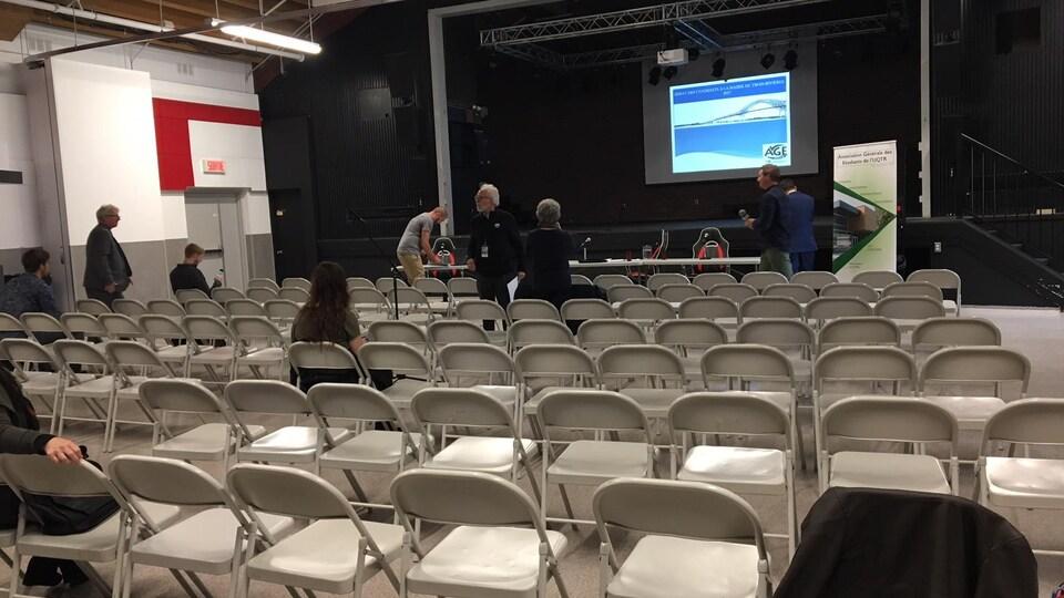 Peu d'étudiants étaient présents lors du débat de candidats à la mairie de Trois-Rivières, le 11 octobre.