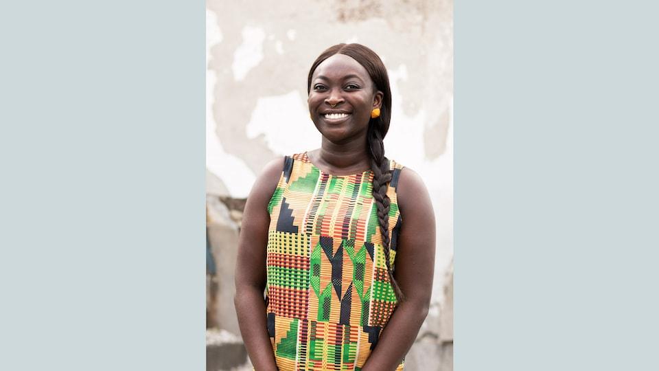 Debbie Owusu en gros plan.