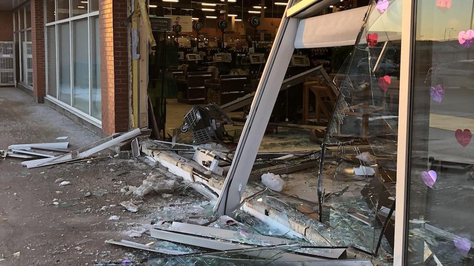 Le mur défoncé du supermarché Sobeys du chemin Kelsey, à Saint-Jean, Terre-Neuve.