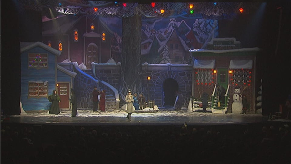Des comédiens sur scène durant le spectacle Décembre, de Québec Issime.