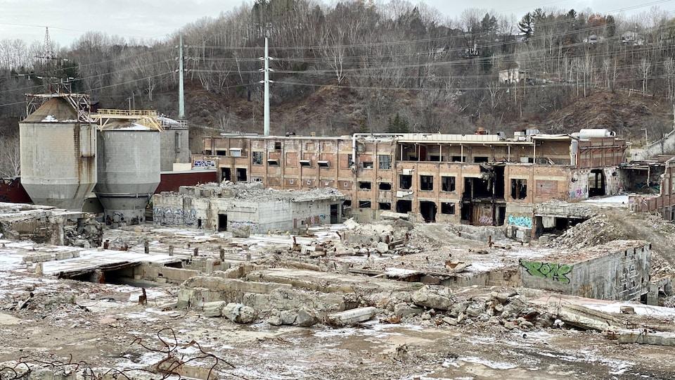 Un bâtiment en ruines.