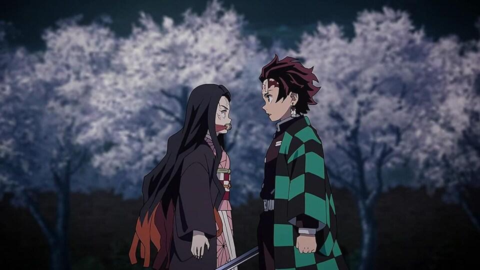 Une jeune fille fait face à un jeune homme armée d'une épée.