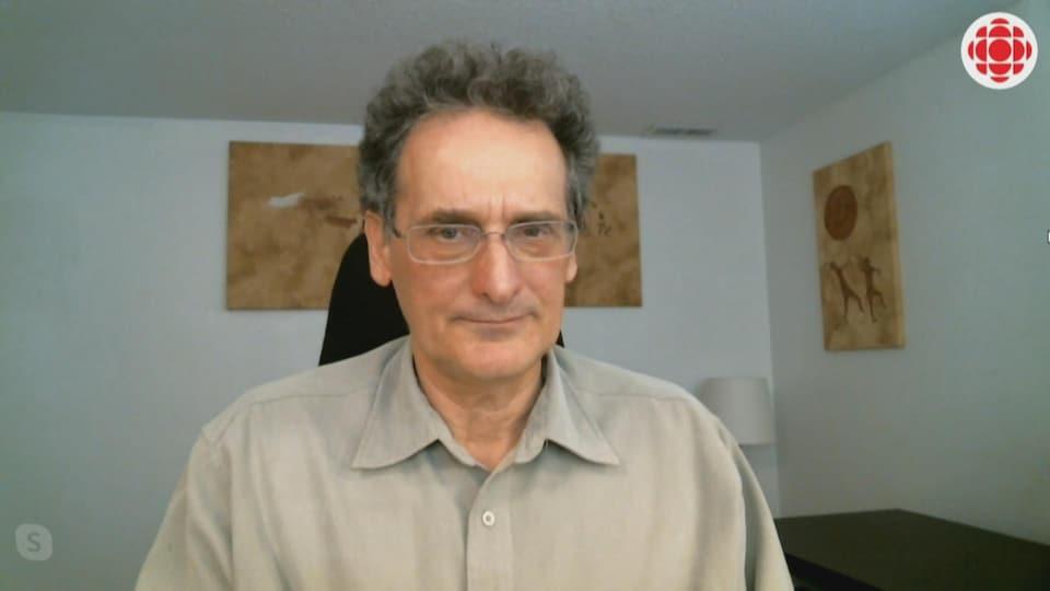 Denis Marcheterre en entrevue dans son bureau.