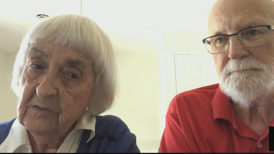 Un dame et un homme de 85 ans font une entrevue à la caméra