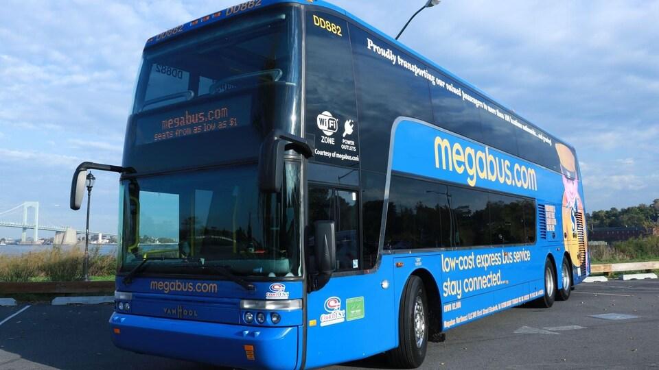 Un bus à deux étages.