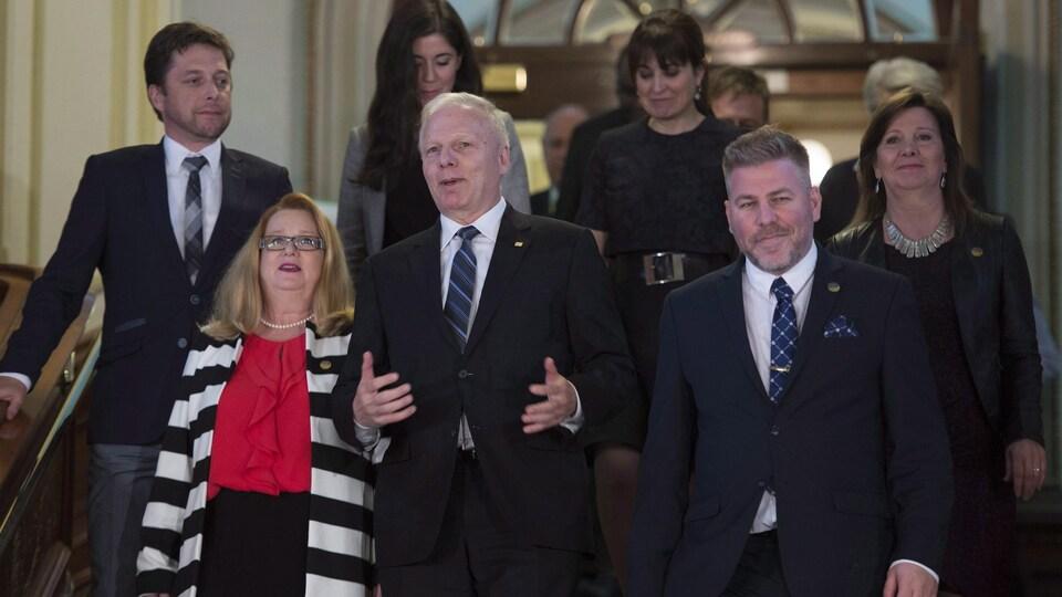 Le chef du Parti québécois marche en compagnie des députés Martin Ouellet, Carole Poirier, Catherine Fournier, Véronique Hivon et Pascal Bérubé, entre autres.