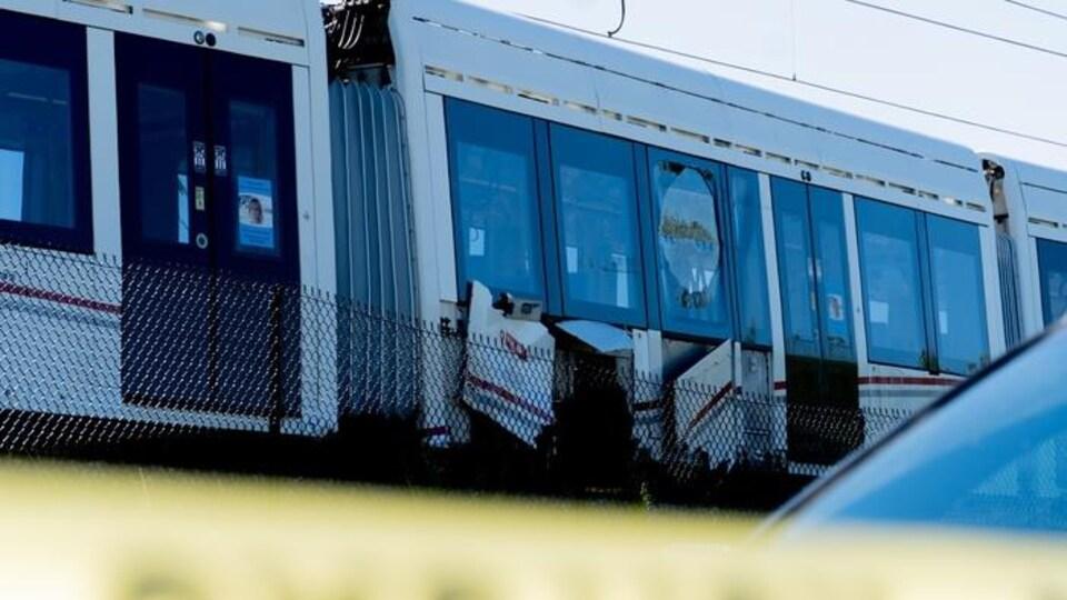 Un train qui a subi de légers dommages dans un déraillement, à Ottawa.
