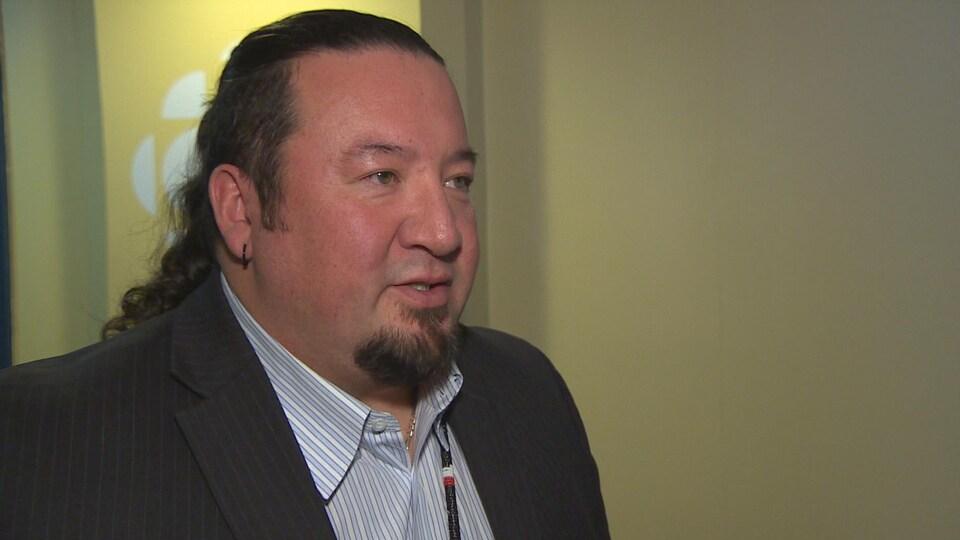 Le grand chef de l'Assemblée des chefs du Manitoba, Derek Nepinak