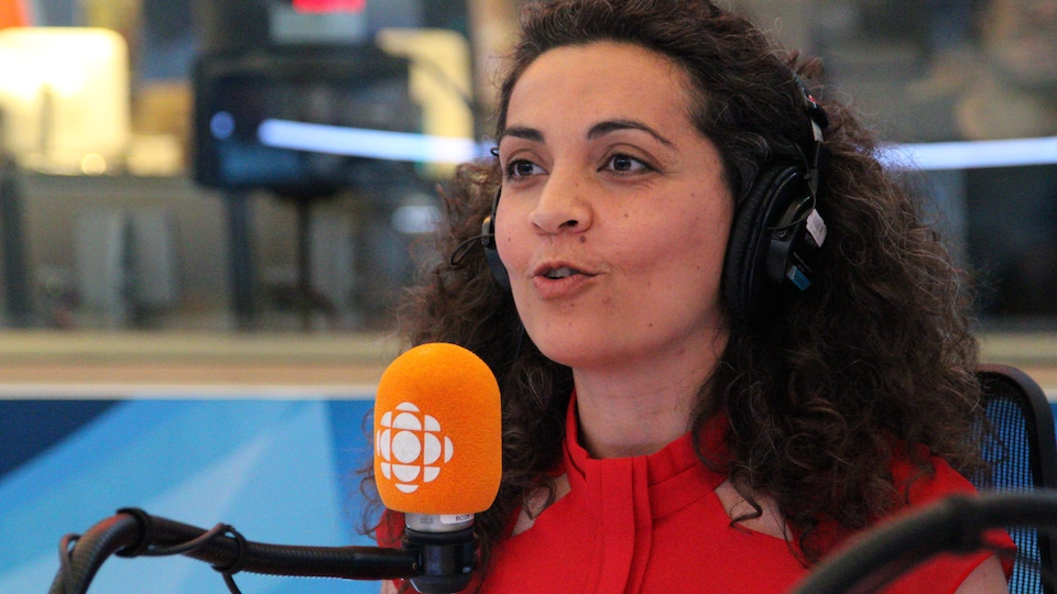 Yara El-Ghadban au micro.