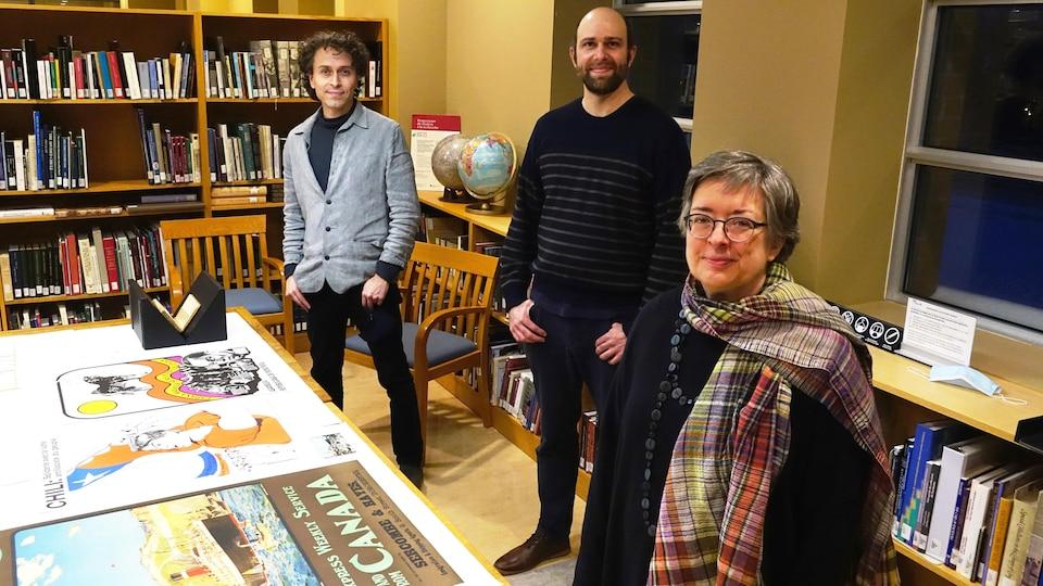 L'historien Jean-François Palomino, l'archiviste Hyacinthe Munger et la bibliothécaire Danielle Léger, à BAnQ Rosemont-La Petite Patrie, à Montréal.