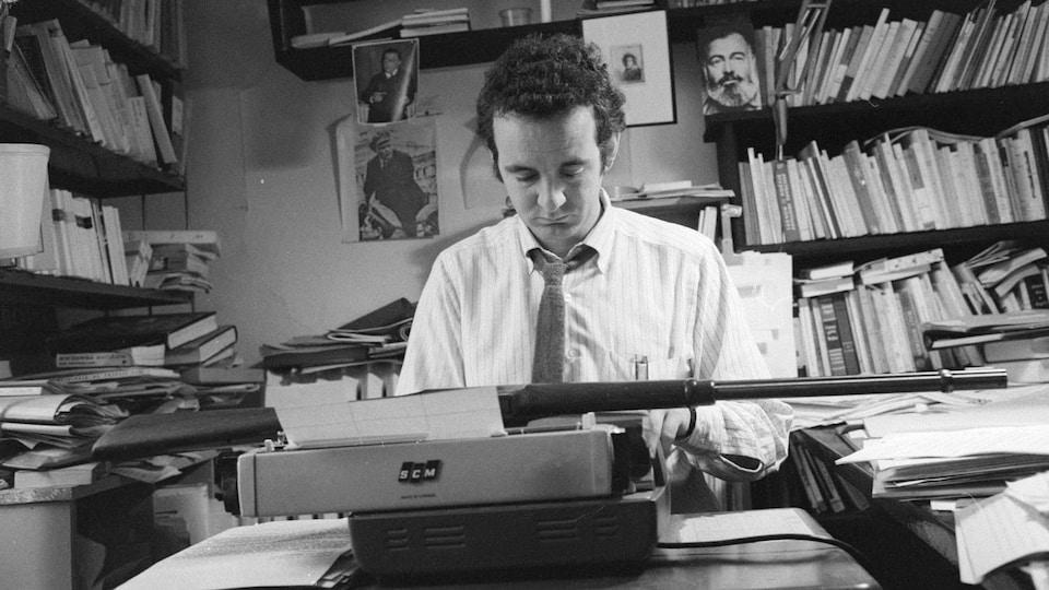 Gérald Godin, photographié en 1969 par Gabor Szilasi. Collection BAnQ.