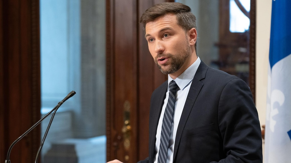 Photo d'un politicien, Gabriel Nadeau-Dubois, à l'Assemblée nationale