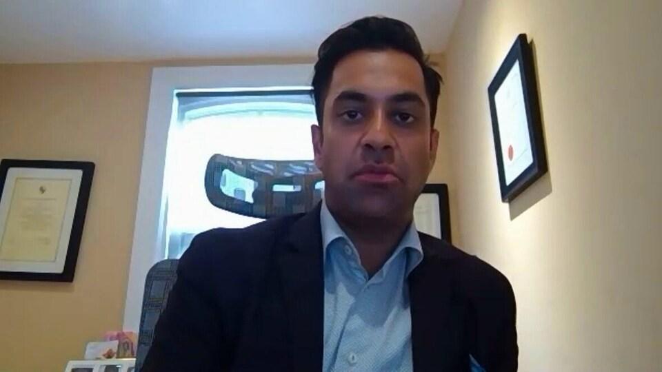 Dheeraj Sindhwani en entrevue sur Zoom.