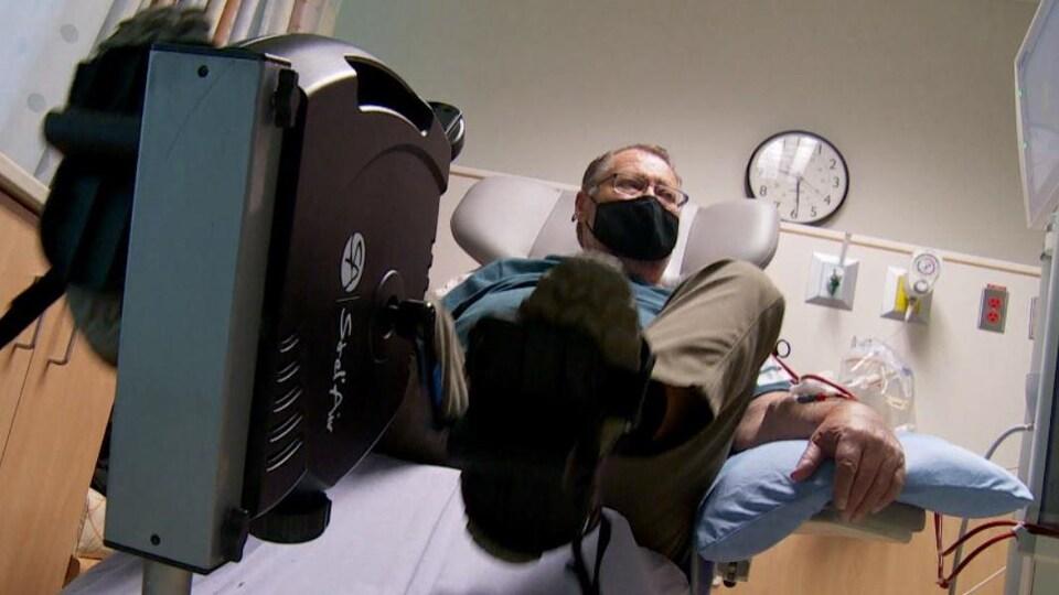 Les patients atteints de maladies rénales ont la possibilité de faire de l'exercice pendant que l'équipement filtre leur sang.