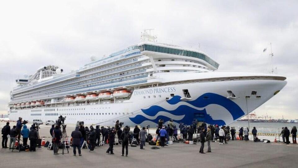 Le bateau de croisière Diamond Princess, ancré au port de Yokohama au sud de Tokyo, jeudi.