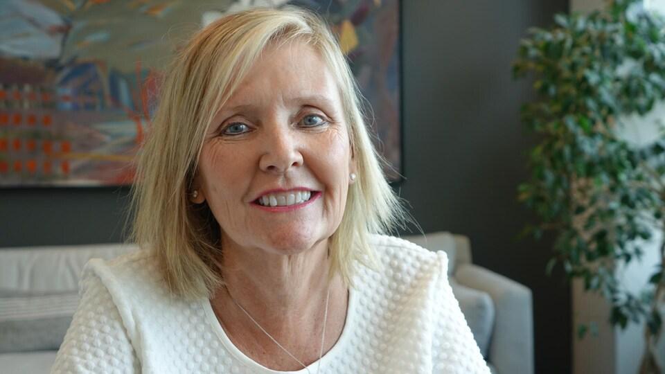 Diane Deans pose pour un portrait dans son bureau.