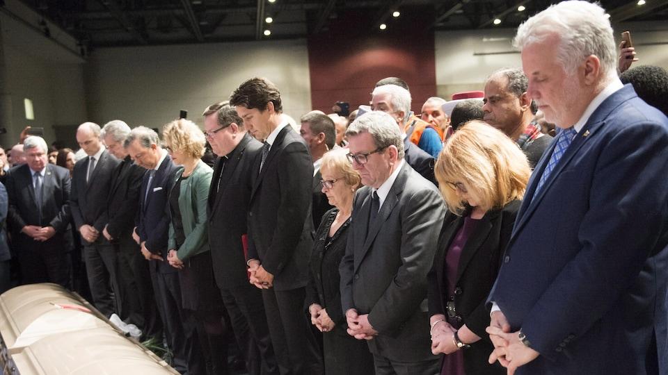 Citoyens et dignitaires se sont recueillis lors des funérailles à Québec de trois des six victimes de l'attentat.