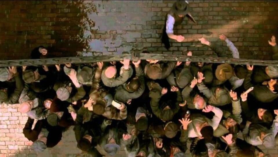 Cette scène de Cinderella Man a été filmée dans le Distillery District, en se faisant passer pour les quais du New Jersey.