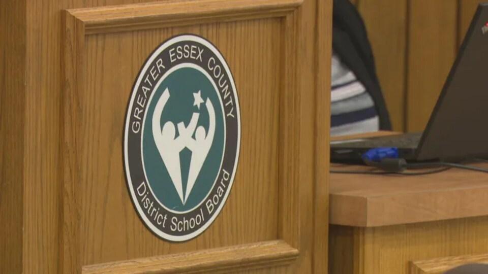 Logo du conseil scolaire public du comté d'Essex.
