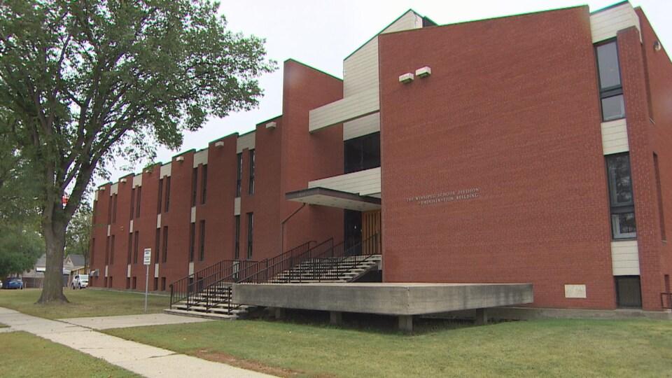 Le bâtiment administratif de la Division scolaire de Winnipeg