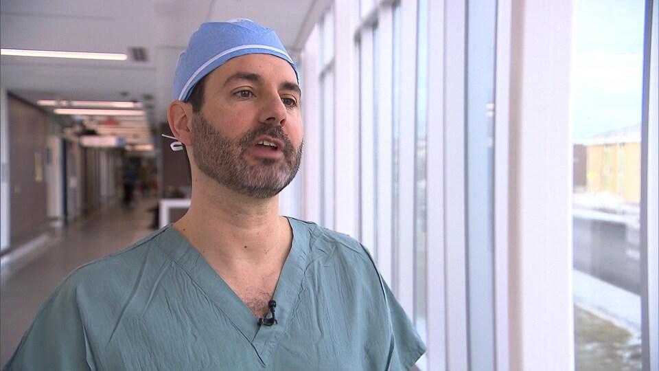 Le docteur Hugo Viens, orthopédiste et président de l'Association médicale du Québec.