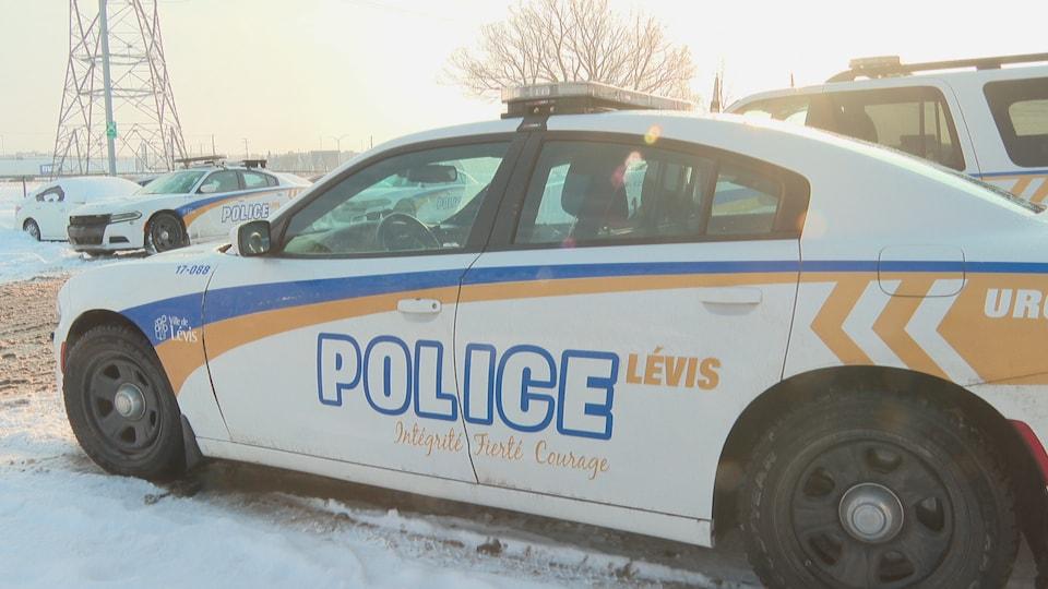 Une autopatrouille du SPVL en hiver.