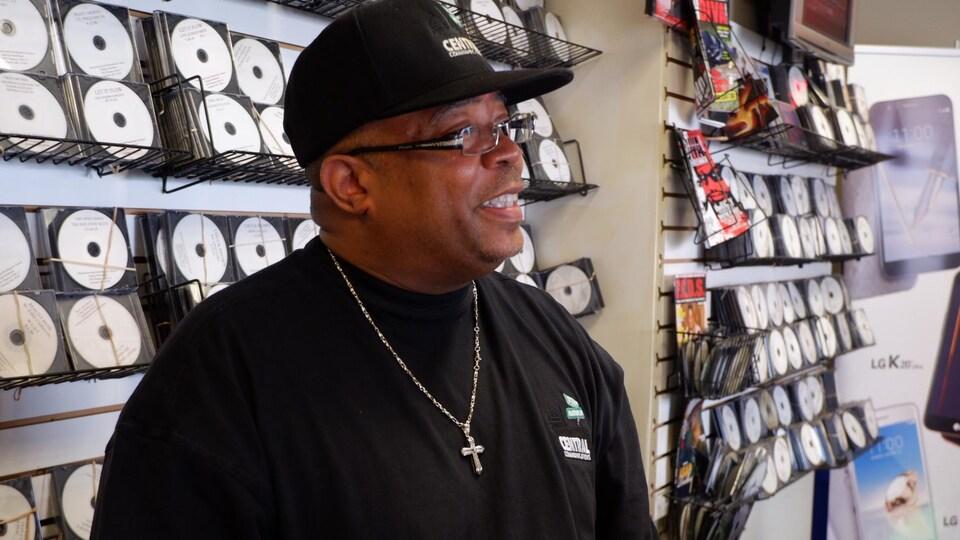 Donald Campbell dans son magasin à Washington.