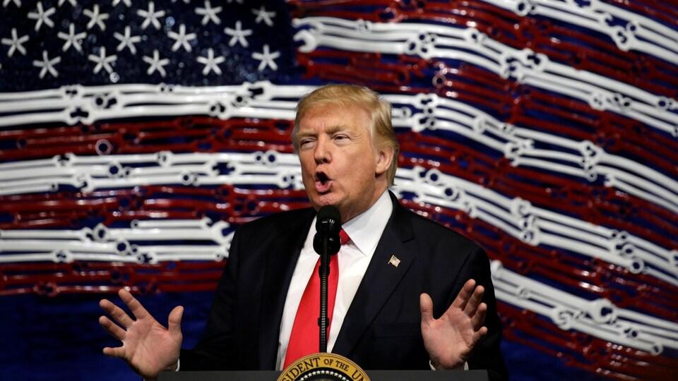 Le président des États-Unis, Donald Trump, a prononcé un discours au Wisconsin avant de signer le décret «Achetez américain et embauchez américain», le 18 avril 2017.