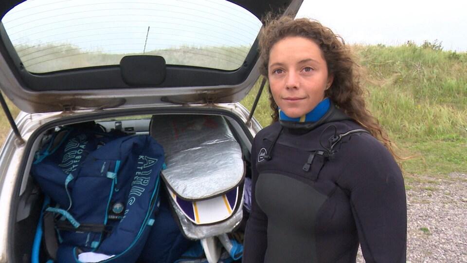 Judith Landry et son équipement dans la voiture.