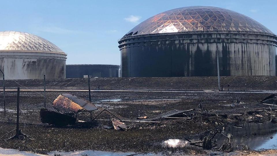 Des dépôts pétroliers en mauvais état.