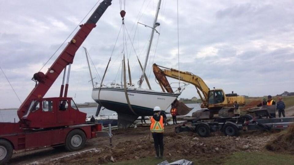 Un voilier est endommagé à la suite du passage de Dorian, aux Îles-de-la-Madeleine.