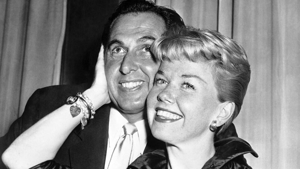 Doris Day pose avec son mari.