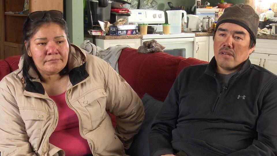 Dorothy Williams et Redfern Wesley dans leur maison de Kashechewan