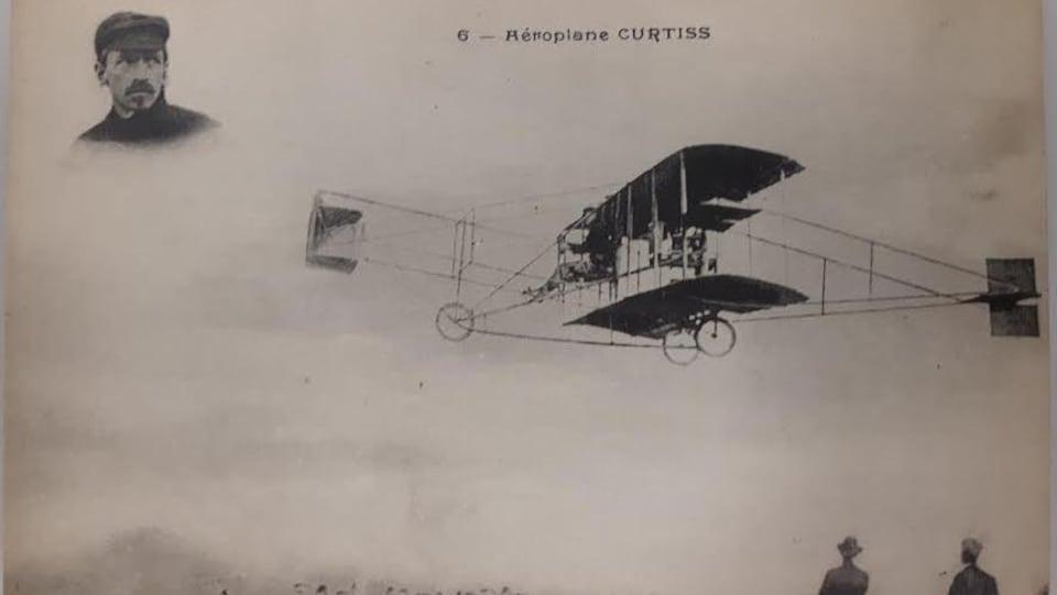 Un vieil avion dans les airs (photo d'archives)