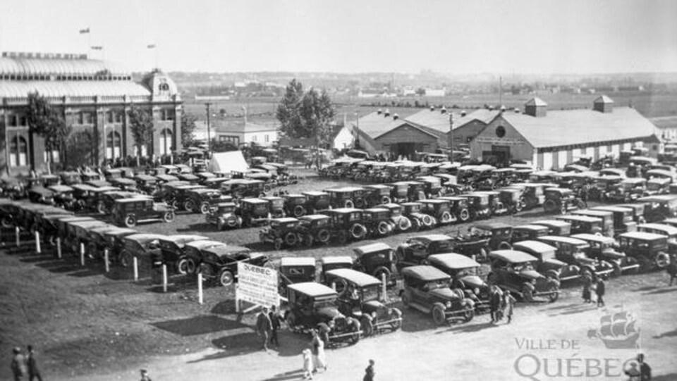 L'Exposition provinciale de Québec sur le site de l'Hippodrome en 1923.