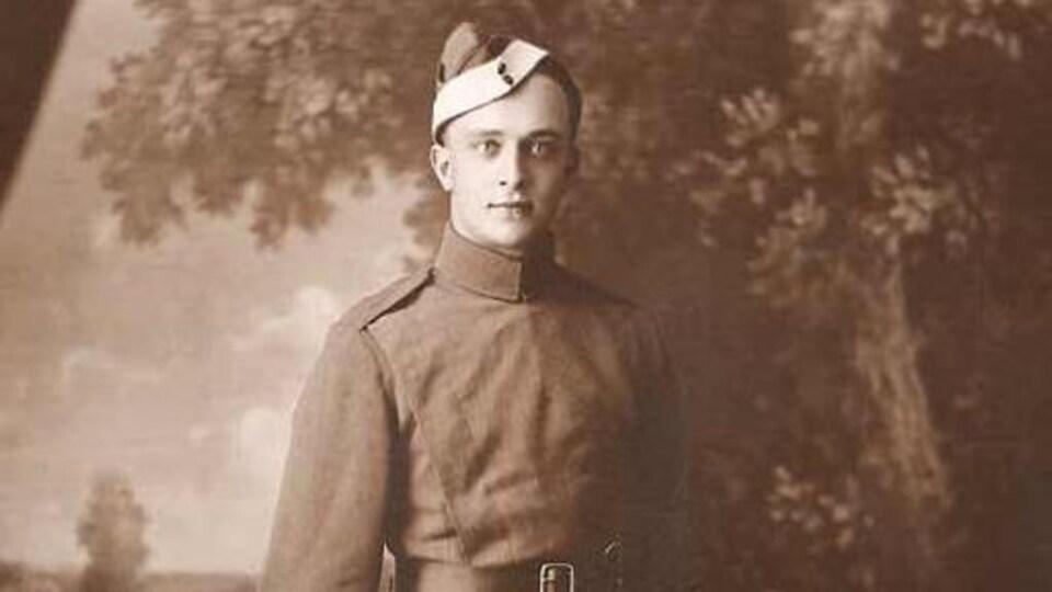 Georges Louis Vézine durant la Première Guerre mondiale où il sert la France en tant que pilote de chasse.