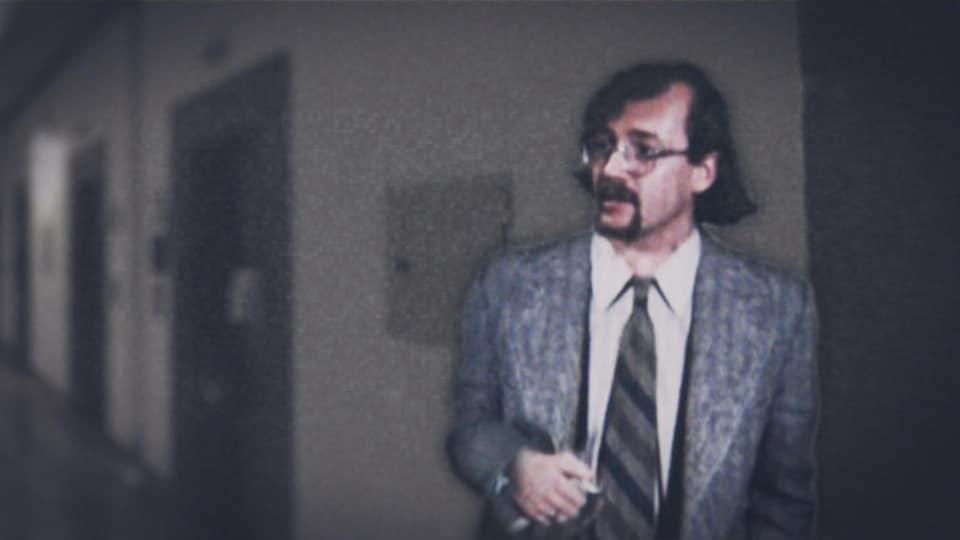 Photo d'archives d'un homme en habit cravate