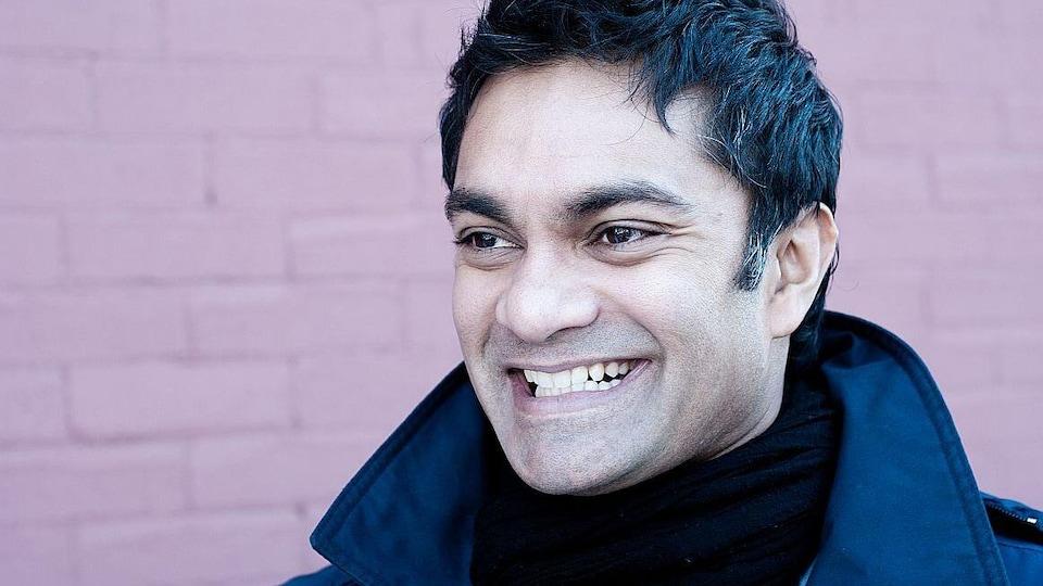 Le Dr Raywat Deonandan sourit de toutes ses dents.