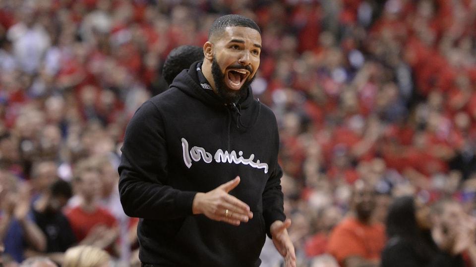 Drake devant un match des Raptors