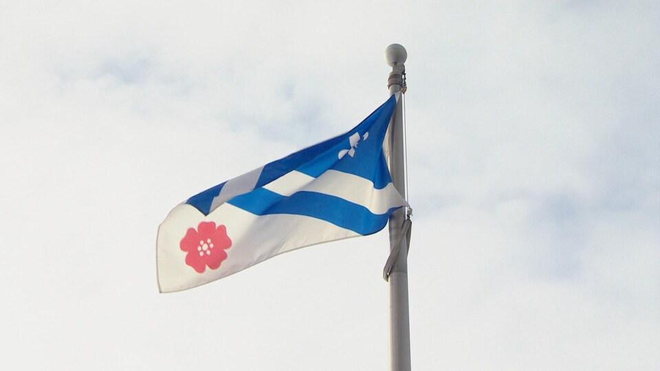 Le drapeau franco-albertain.