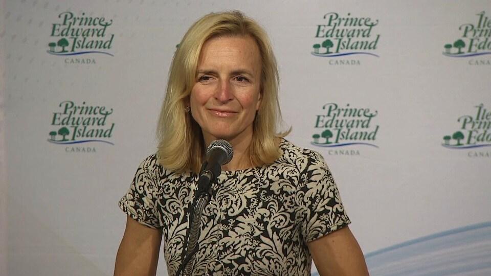 La médecin-hygiéniste en chef de l'Île-du-Prince-Édouard, la Dre Heather Morrison, lors d'un point de presse quotidien le lundi 23 mars 2020.