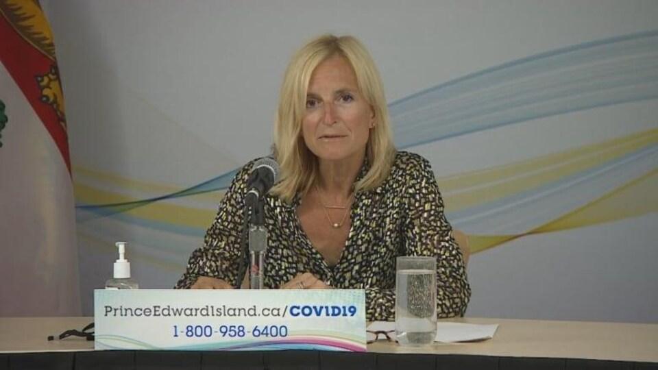 La Dre Heather Morrison, médecin hygiéniste en chef de l'île, lors d'un point de presse le 20 juillet.