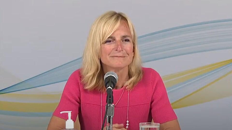 La médecin hygiéniste en chef de l'île, la Dre Heather Morrison, lors de son point de presse, le 9 juillet 2021.