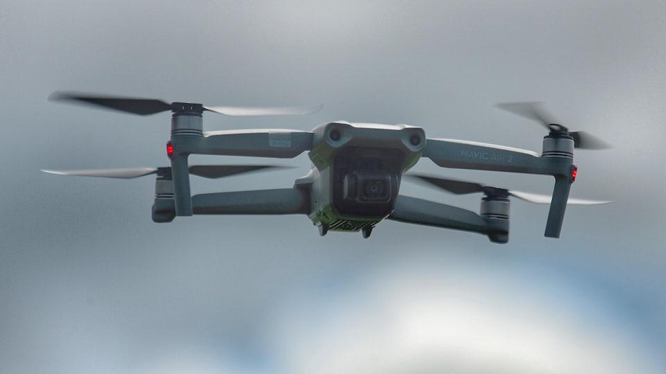Un gros plan d'un drone