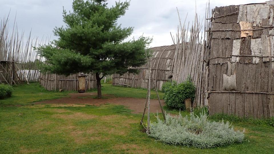 Centre d'interprétation du site archéologique Droulers-Tsiionhiakwatha à Saint-Anicet en Montérégie.