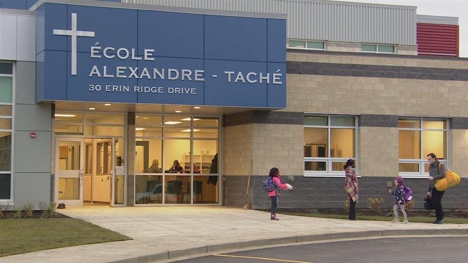 nouveau bâtiment de l'école alexandre-taché à saint-albert