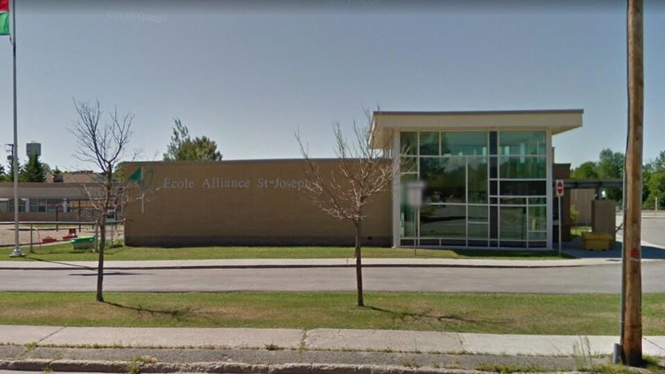 La façade de l'école