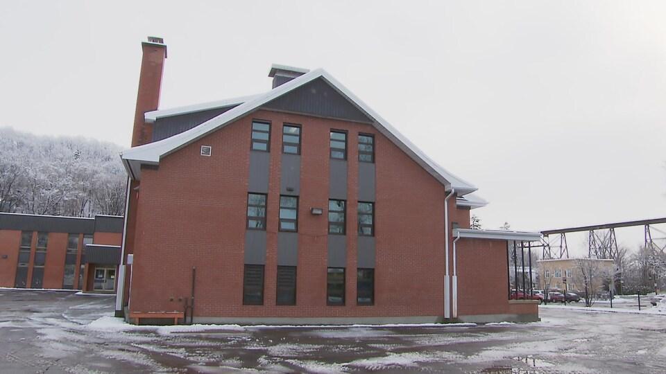 L'école Marguerite-D'Youville  située dans le secteur de l'usine Anacolor